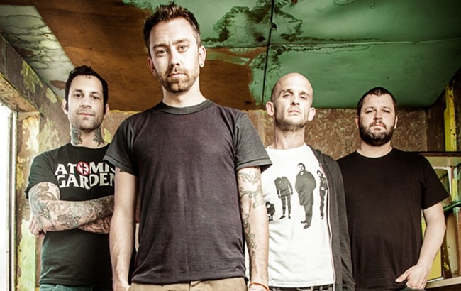 RISE AGAINST lyric video di Time + Tragedy