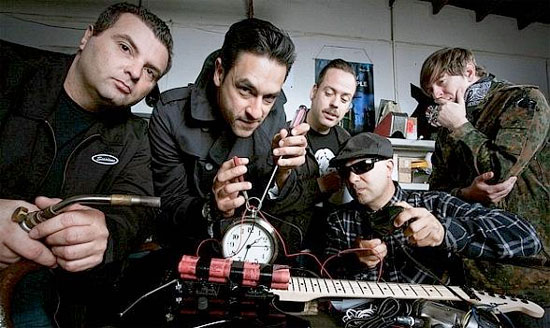"STRUNG OUT annunciano ""Transmission Alpha Delta"""