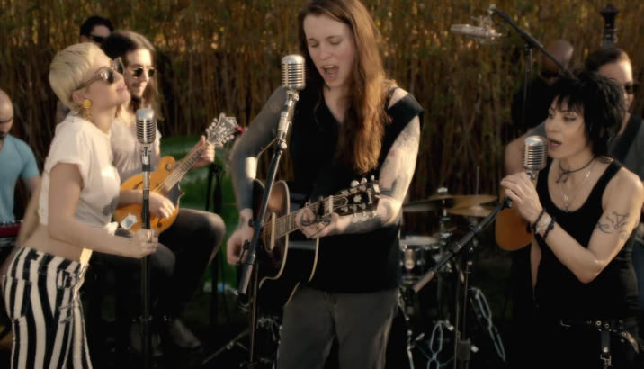 Laura Jane Grace (AGAINST ME!): cover dei Replacements con Joan Jett e Miley Cyrus