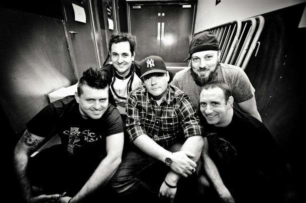 "LESS THAN JAKE: video di ""Bomb Drop"""