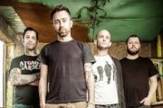 "RISE AGAINST: ""House on Fire"" in streaming"