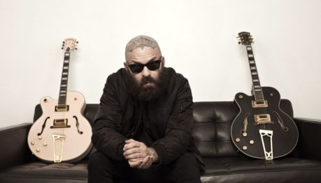 "TIM ARMSTRONG: cover del classico ""You're a mean one, Mister Grinch"""