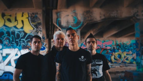 "ANTI-FLAG: video di ""Trouble Follows Me"""