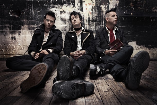 "THE LIVING END: video di ""Amsterdam"""
