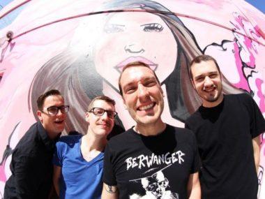 DIRECT HIT!: batterista e bassista lasciano la band