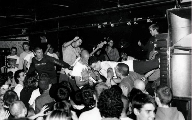 CBGB, Lower East Side e NY Hardcore: intervista alla fotografa Bj Papas.