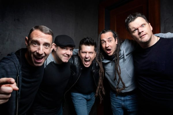 "LESS THAN JAKE: video di ""Keep on Chasing"""